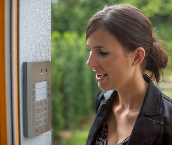 Cie av solutions 2n helios vario ip door intercom 3 for Door intercom